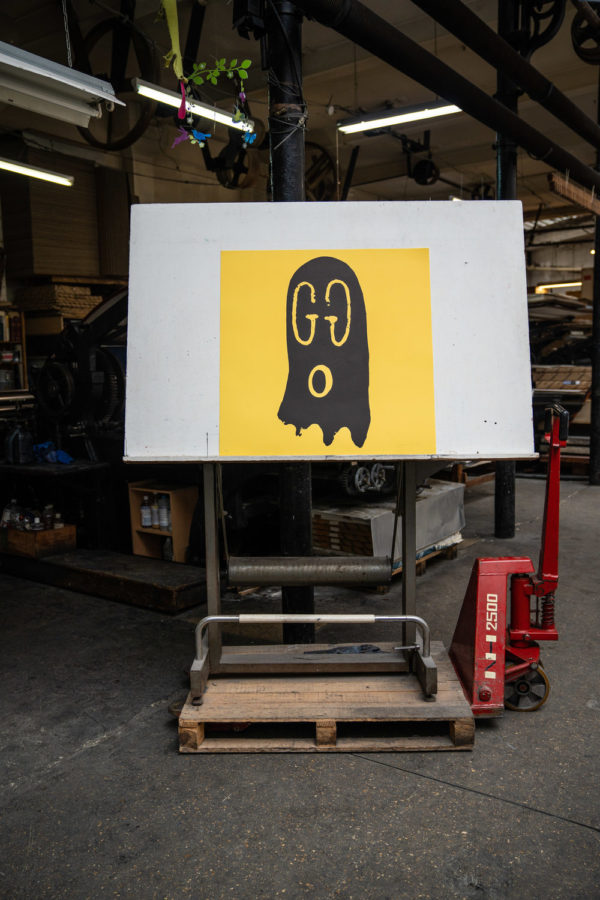 original-gucci-ghost-yellow-edition-trevor-andrew-print-them-all-lithograph-presentation-printing-house-paris