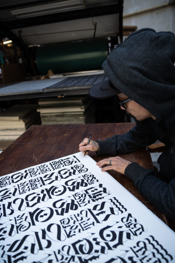 the-divine-letter-white-edition-cryptik-print-them-all-lithograph-calligraffiti-signing-process-artist